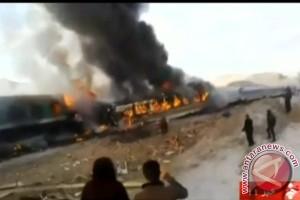 Dua kereta bertabrakan di Iran, jumlah korban lebih 140 orang