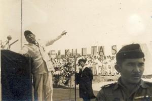 ANTARA Doeloe : Saat Bung Karno bernyanyi di ITB
