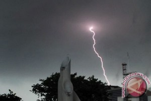 Jakarta diprakirakan diguyur hujan ringan hingga petir