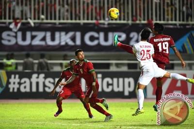 10 pemain Vietnam samakan kedudukan 1-1