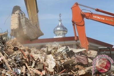 Bersihkan Bangunan Runtuh Pancagempa