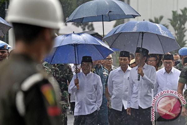 Setelah Jaket Bomber, Giliran Payung Jokowi Jadi Tren?