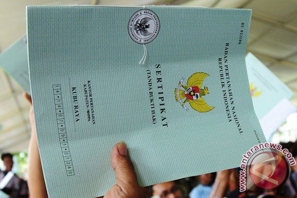 Presiden serahkan 2.850 sertifikat tanah di Jember