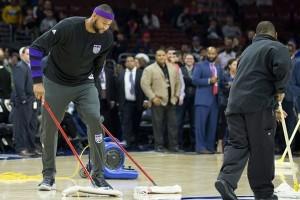 Kondisi lapangan tidak aman, laga Sixers kontra Kings ditunda