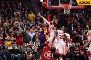 Julius Randle kembali, Lakers bekuk Bulls 96-90