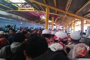 Penumpang KRL disarankan tak turun di Stasiun Juanda