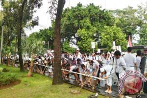 Transjakarta sediakan air bersih di Monas untuk Doa Bersama