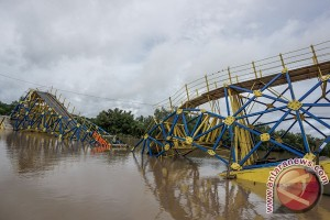 Jembatan Apung Patah