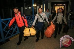 Kecelakaan pesawat Polri: empat kantong jenazah dievakuasi, Mabes kirim tim identifikasi
