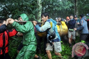 Evakuasi Pendaki Meninggal Di Gunung