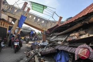 Korban gempa Pidie nekad tidur dalam bangunan miring