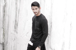 Model Ryan Karsten melebarkan sayap (video)