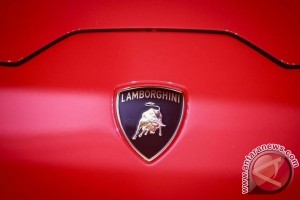 Lamborghini kembangkan Huracan Superleggera di trek salju