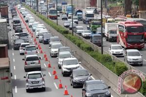 Jasa Marga berlakukan contra flow urai kemacetan tol Jakarta-Cikampek