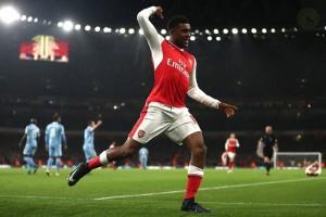 Arsenal ke puncak klasemen usai lewati Stoke 3-1