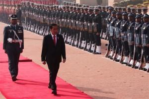 Presiden Jokowi disambut pasukan berkuda Istana Rashtrapati Bhavan