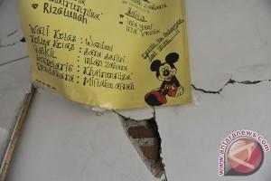 Gempa 6,3 SR membuat warga Sukabumi berhamburan ke luar rumah