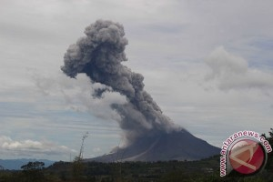 Gunung Sinabung erupsi tiga kali sejak pagi