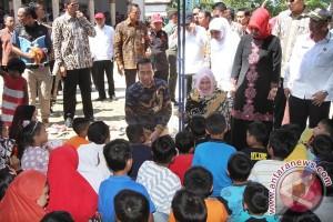 Ratusan warga histeris lihat Presiden Jokowi di Hipermart
