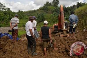Lima korban banjir-longsor di Manado ditemukan