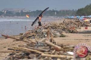 Thailand berusaha bersihkan sampah sepanjang 1 km di laut