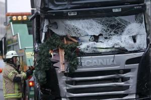 Truk seruduk pasar Natal di Berlin, sembilan tewas