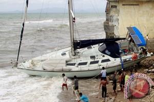 Nelayan Filipina diselamatkan setelah terdampar 56 hari di laut