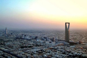 Arab Saudi pangkas separuh defisitnya