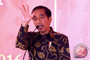 EARTH WIRE -- President Jokowi urges revocation of companies triggering forest fires