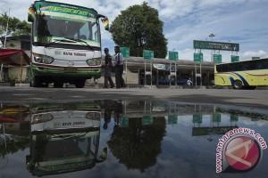 Bus Trans Semarang tabrak warung dekat Unnes