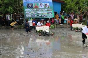 Ketua MPR dan Mentan jajal mesin penanam padi otomatis