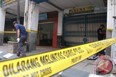 Olah TKP Kasus Penembakan Pemilik Toko