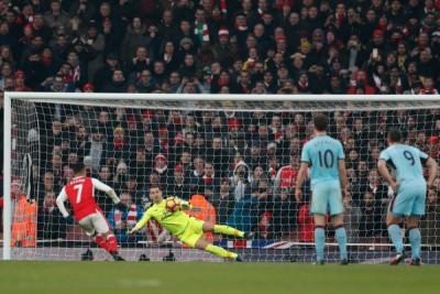 Dua penalti di menit-menit tambahan, 10 pemain Arsenal atasi Burnley 2-1