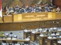 Ketua DPR Setya Novanto (kedua kiri) bersama para Wakil Ketua DPR (dari kiri) Taufik Kurniawan (kiri), Fadli Zon, Agus Hermanto, dan Fachri Hamzah (kanan) memimpin Sidang Paripurna ke-16 DPR di Kompleks Parlemen Senayan, Jakarta, Selasa (10/1/2017). Dalam paripurna masa sidang III tahun 2017 tersebut, Ketua DPR Setya Novanto memaparkan rencana kerja yaitu menetapkan 50 program legislasi nasional (prolegnas) Rancangan Undang-Undang (RUU), dengan rincian, 32 RUU dari DPR, 15 RUU dari pemerintah, dan tiga RUU dari DPD. (ANTARA FOTO/Yudhi Mahatma)
