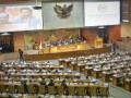Ketua DPR Setya Novanto (kedua kiri) bersama para Wakil Ketua DPR (dari kiri) Taufik Kurniawan, Fadli Zon, Agus Hermanto, memimpin Sidang Paripurna ke-16 DPR di Kompleks Parlemen Senayan, Jakarta, Selasa (10/1/2017). Dalam paripurna masa sidang III tahun 2017 tersebut, Ketua DPR Setya Novanto memaparkan rencana kerja yaitu menetapkan 50 program legislasi nasional (prolegnas) Rancangan Undang-Undang (RUU), dengan rincian, 32 RUU dari DPR, 15 RUU dari pemerintah, dan tiga RUU dari DPD. (ANTARA FOTO/Yudhi Mahatma)