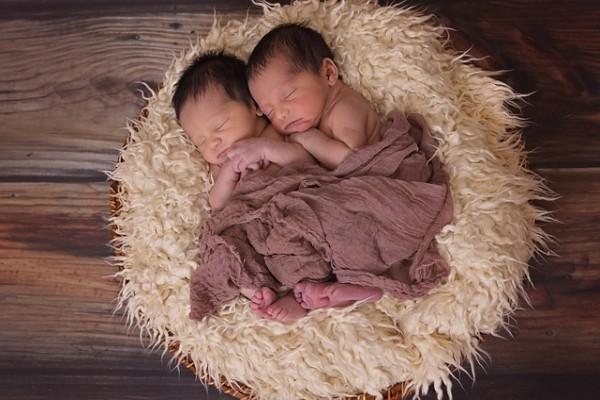 Dua Pasang Anak Kembar Lahir Pada Tahun Berbeda