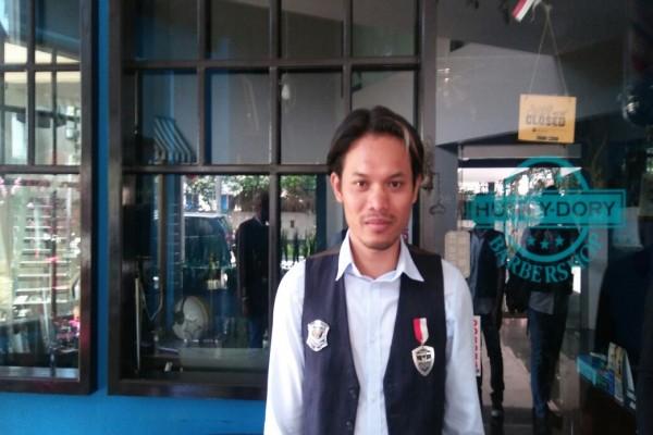 Jumadi, Sang Tukang Cukur Presiden Jokowi Di Bogor
