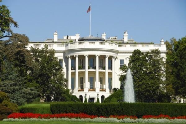 Seorang pria ditahan karena paket mencurigakan di dekat Gedung Putih