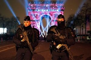 Demonstran bentrok dengan polisi Paris pasca-pemilihan