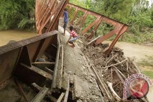 Jembatan Rusak Diterjang Banjir