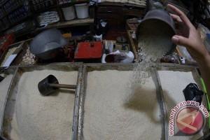 ANTARA doeloe : Tukang beras main sunglap, 55 liter jadi 29 liter