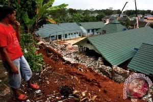 Tujuh rumah rusak berat akibat tanah bergerak di Cilacap