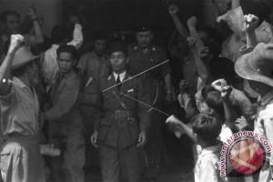 ANTARA Doeloe : Bintang 2 untuk Djendral Sudirman dan Ki Hadjar Dewantara