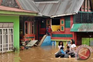 Banjir Solok Selatan bertambah tinggi