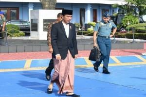 Jokowi blusukan ke Plaza Pekalongan beli sarung