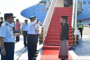 Jokowi, sarung, dan mode