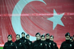 Turkey dismisses 8.000 in ongoing post-coup purge