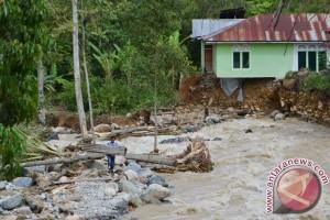 Banjir bandang rusak lima rumah di Bojonegoro
