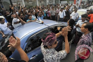 Unjuk Rasa Sopir Taksi Bali