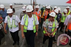 Tinjau Perkembangan Pelabuhan Kuala Tanjung